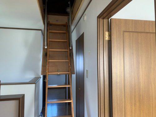 2階廊下、小屋裏収納