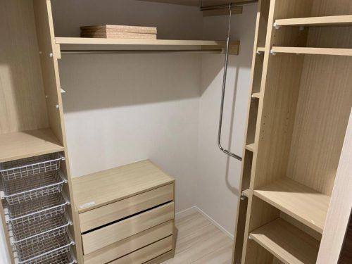 1階収納 脱衣場を出てすぐにあるので、着替えなどを収納できます